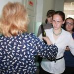 """Прежде чем запустить детей в аудитории, их проверили при помощи металлодетекторов. Фото: Константин Бобылев, """"Глобус""""."""