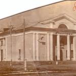 Кинотеатр «Ровесник» в прошлые годы пользовался огромной популярностью у серовчан. К сожалению, «очаг культуры» нынче превратился в магазин. Фото: http://www.etoretro.ru
