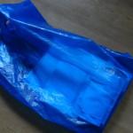 Пакет, забытый воришкой на месте преступления. В пакете - справка об освобождении из колонии. Все фото: полиция Серова.