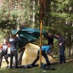 Установка палатки. Фото: Дарья Машкова