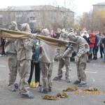 Кадеты 10 класса за считанные секунды облачились в костюмы противохимической защиты, вошли в опасную зону и спасли оставшихся в школе ребят.