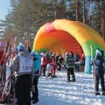 """Желающих принять участие в гонке было не мало -- свободного метса на стартовой поляне найти было трудно. Фото: Константин Бобылев, """"Глобус""""."""