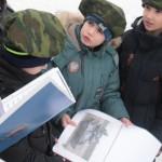 """На одном из этапов ребятам нужно было узнать по изображению военную технику. Фото: Константин Бобылев, """"Глобус""""."""