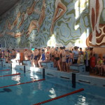 На старт вышли больше сотни юных пловцов. Фото: предоставлено школой № 15.