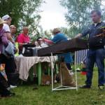 Порция шашлыка - 100 рублей.