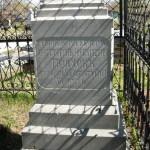 На памятнике высечены слова: «Горный инженеръ Константинъ Николаевичъ Прахов. Скончался 22 августа 1907 г. 38 лет». Фото: Андрей Гребенкин, «Глобус»