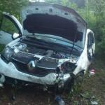 Повреждения передней части автомобиля.