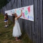 Дети пишут пожелание любимому поселку.