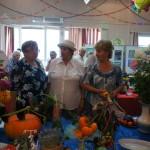 """Зрители и участники 58-й выставки плодов и овощей """"Дары осени""""."""