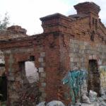 Старинное здание у железнодорожного моста еще можно восстановить. На память потомкам. Фото: Андрей Гребенкин, «Глобус»