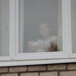 Виолетта в палате роддома. Общению ее и малышки Элеоноры никто не чинил препятствий. Фото: Константин Бобылев, «Глобус»