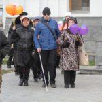 """Шествие белой трости началось на Преображенской площади. Фото: Константин Бобылев, """"Глобус""""."""