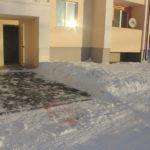 Как говорят соседи, мужчина скончался на улице у подъезда. Фото: Алла Брославская.