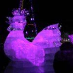 """Центральная фигура городка -- символ наступающего года Петух. Фото: Константин Бобылев, """"Глобус""""."""