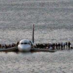15 января 2009 года американский лётчик Чесли Салленбергер совершил одну из самых невероятных аварийных посадок в истории мировой авиации.