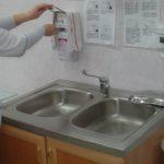 """Роспотребнадзор рекомендует употреблять в пищу только кипяченую воду. Фото: архив """"Глобуса""""."""