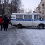 """Во дворе, где обнаружено тело младенца, работает следственно-оперативная группа. Фото: Андрей Клеймёнов, газета """"Глобус""""."""