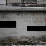 """А это стена дома № 104 по улице луначарского. на ней призыв убивать лиц иной национальности. Фото: Коснтантин Бобылев, """"Глобус""""."""