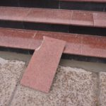 Демонтированные фрагменты плитки