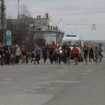 """Стартовали и финишировали ребята возле """"Родины"""". Фото: Константин Бобылев """"Глобус""""."""