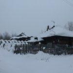 """Дом по улице Розы Люксембург известен тем, что у него обвалилась крыша под натиском снега. Фото: архив """"Глобуса""""."""