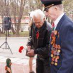 Возложение цветов к памятнику воинам-металлургам
