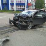 Повреждение автомобиля Mitsubishi Lancer. Все фото: ГИБДД Серова.