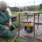 """Некоторые жители нашли выход из ситуации - привезли генератор. Но помогает не сильно... Фото: Константин Бобылев, """"Глобус""""."""