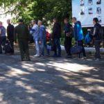 """27 июня из Серова в Егоршиной отправилось 10 призывников. Фото: Мария Чекарова, """"Глобус""""."""