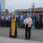 """Отец Сергий зачитывает литию. Фото: Мария Чекарова """"Глобус""""."""