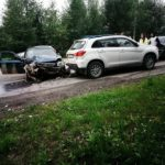 В Серове на регулируемом перекрестке столкнулись три машины
