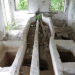 """Здания очистных сооружений находятся в разрушенном состоянии. Фото: Константин Бобылев, """"Глобус""""."""