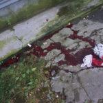 """Человек упал на бетонную отмостку. Фото: Андрей Клейменов, """"Глобус""""."""
