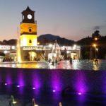 В 22.00 на площади Поющих фонтанов начинается действо водных струй. Среди мировых хитов часто звучат и русские композиции. Место у фонтана считается священным.