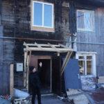 """13 августа в пожаре пострадало 6 человек, одна женщина погибла, сгорели домашние питомцы: две кошки, три собаки. Фото: Мария Чекарова, """"Глобус""""."""