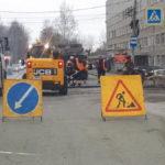 """Автодоровцы кладут новый пешеходный переход. Фото:Мария Чекарова, """"Глобус""""."""