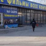 """На первый киносеанс """"Матильды"""" в Серове никто не пришел. Только полиции следила за порядком. Фото: Мария Чекарова, """"Глобус""""."""