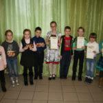 Юные участники конкурса «Спешим на помощь природе» с грамотами и призами. Все фото предоставлены Серовской ГРЭС.
