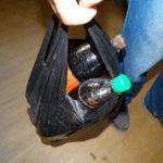 Жители поселка Энергетиков обчистили торговый павильон. Взяли джин, сигареты... Все фото: полиция Серова.