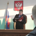 """Федеральный судья Николай Хабаров посчитал, что обвинение должно быть переквалифицировано на более тяжкое. Фото: Константин Бобылев, """"Глобус""""."""