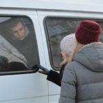 """Призывников увезли на микроавтобусах. Фото: Константин Бобылев, """"Глобус""""."""