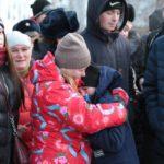 """Юношей провожали родные и близкие. Фото: Константин Бобылев, """"Глобус""""."""