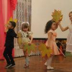 """Осенний танец. Фото: Мария Чекарова, """"Глобус""""."""