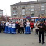 В ряды встала даже глава Серова Елена Бердникова.