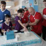 Самым большим подарком для участников стал тематический торт в виде электростанции. Все фото предоставлены Ириной Ковязиной.
