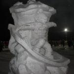 """Скульптура """"сноубордист"""""""" заняла первое место в конкурсе зимних фигур.Фото: Мария Чекарова, """"Глобус""""."""