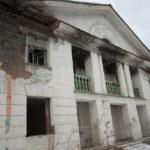"""Судя по следам гари на штукатурке, в общежитии неоднократно случались пожары. Фото: Константин Бобылев, """"Глобус""""."""