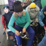 """Тренеры во всем помогают своим воспитанникам. Фото: Константин бБобылев, """"Глобус""""."""