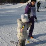 """Четырехлетняя Ксения впервые поучаствовала в лыжной гонке - """"Мне очень понравилось, хочу заниматься лыжами"""" - сказала девочка.Фото: Мария Чекарова, """"Глобус""""."""