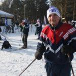 """80-летний пенсионер Жан Шуплецов не представляет свою жизнь без лыжного спорта и не растается с ним уже 67 лет. Фото: Мария Чекарова, """"Глобус""""."""